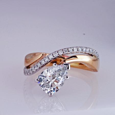 Pear shape dia ring