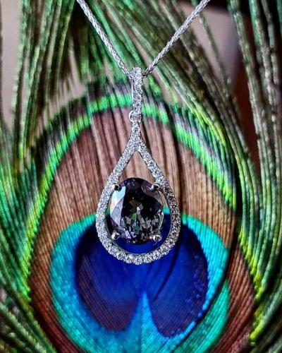 Bicolor tanzanite pendant