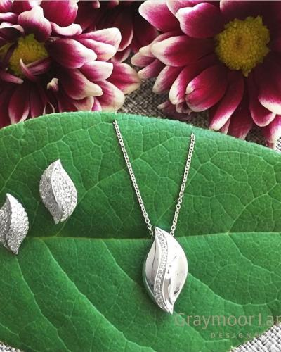 Leaf with diamonds pendant and earrings