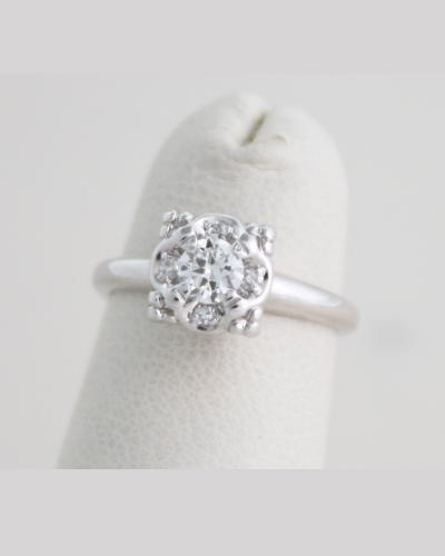 Vintage illusion head diamond solitaire